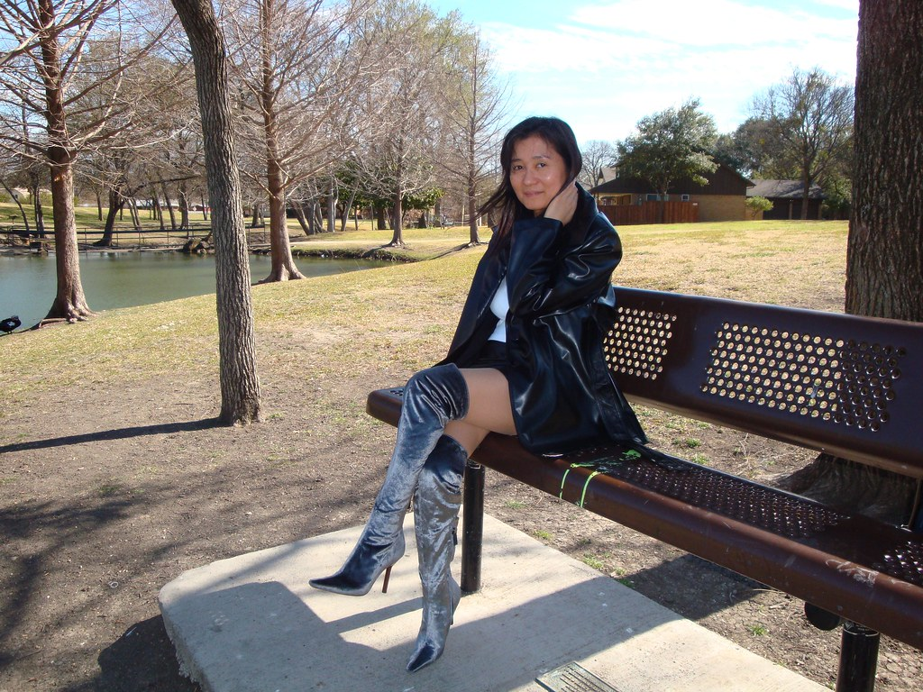 Asian girls in leather boots-9405