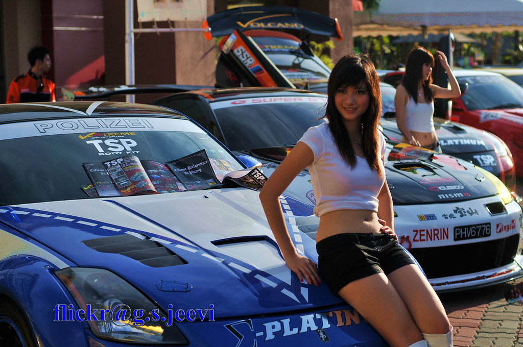 2 girls in car exhibition at paris french amateur - 1 6
