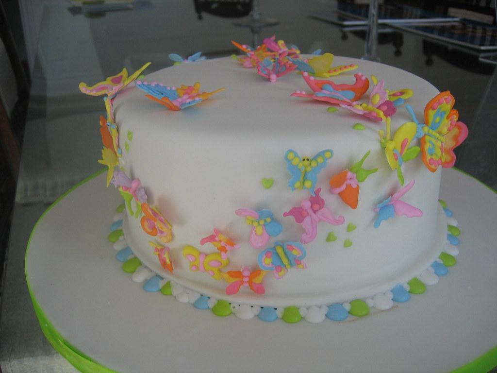 Icing A Sponge Birthday Cake