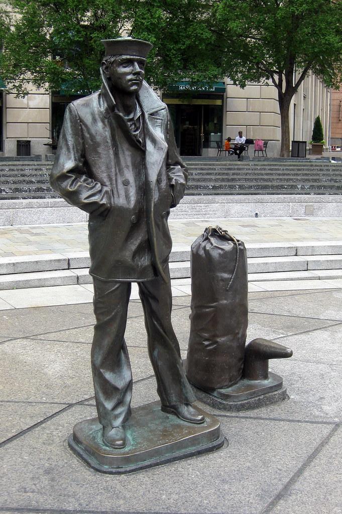 Washington DC - Penn Quarter: United States Navy Memorial ...