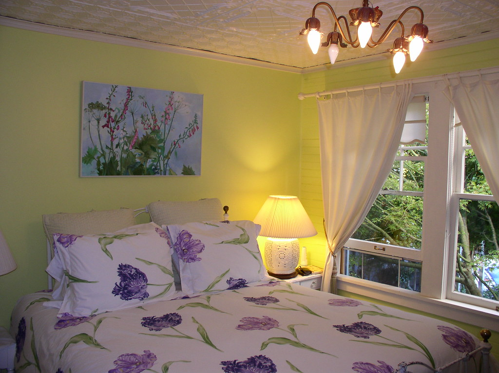 yellow purple bedroom at clementine s b b eli anne 19546 | 3645031334 723b399439 b