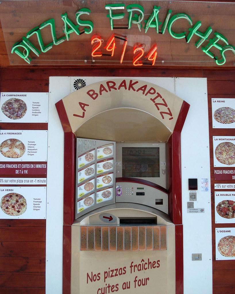 pizza vending machine quiberon france this atm like. Black Bedroom Furniture Sets. Home Design Ideas
