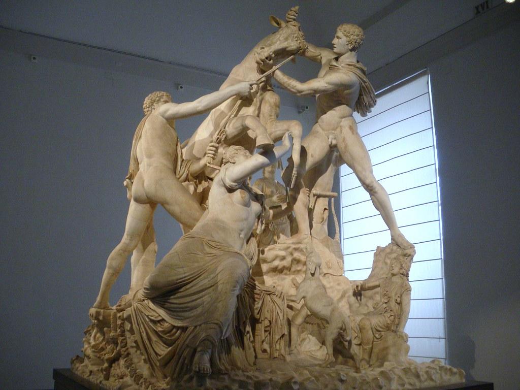Toro Farnesio (s.III d.C.) | Conjunto escultural ...