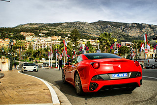 Ferrari California and Lamborghini parked in front of Hotel the Paris | by Martijn Kapper