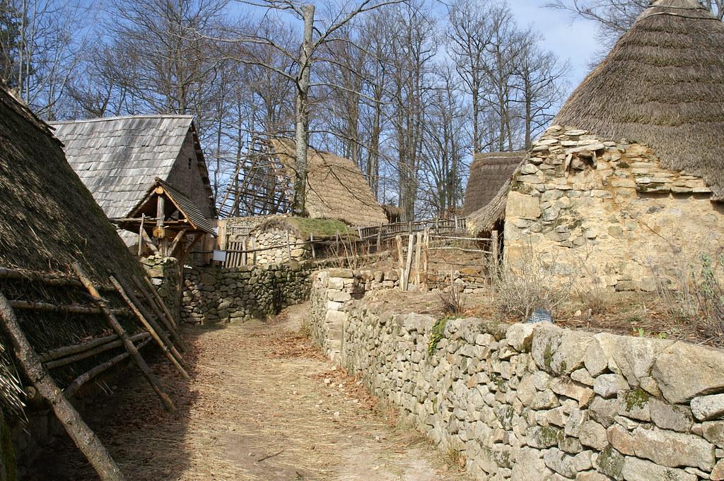SAINT JULIEN AUX BOIS (CORREZE) Fermes médiévales de Xai u2026 Flickr # Saint Julien Aux Bois