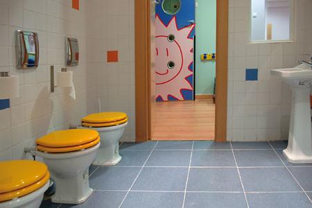 Guardería Es-cool Zaragoza: Otros Espacios  Los baños ...