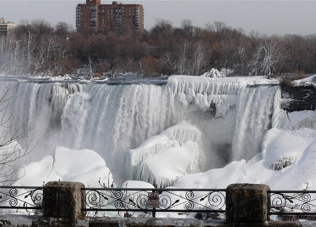 niagara falls frozen | Sloane Square |Niagara Falls Frozen 2009