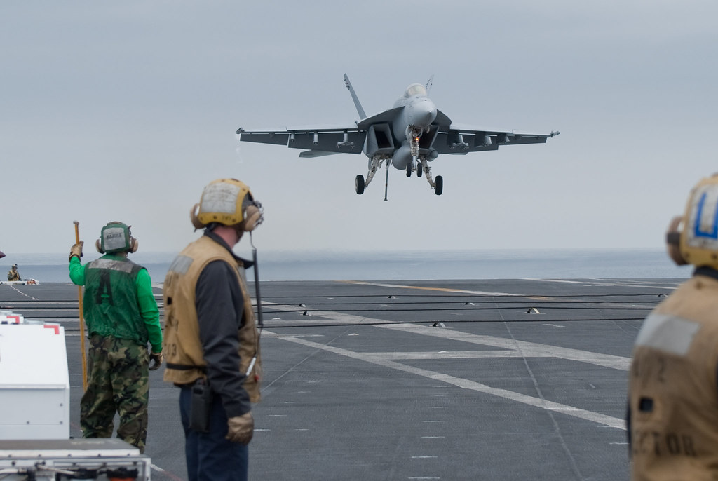 Vfa 14 Tophatters F 18 Carrier Landing An F 18e Super