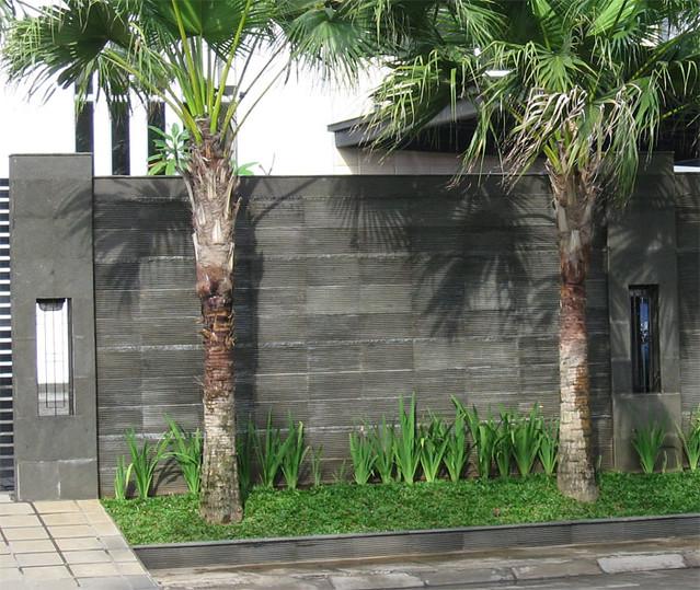 Dinding Pagar Batu Andesite