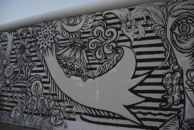Black and white mural berlin wall mural ruki flickr for Mural z papiezem franciszkiem