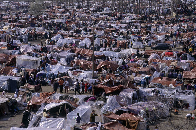 Life in a Refugee Camp | Refugees from Kosovo settle ...