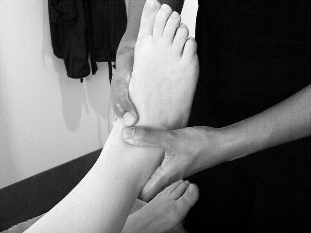 Massage 2 b/w