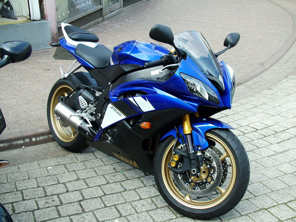 About Yamaha R Bike