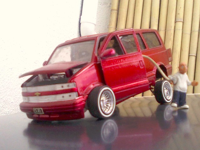 1 24 Chevrolet Astro Lowrider
