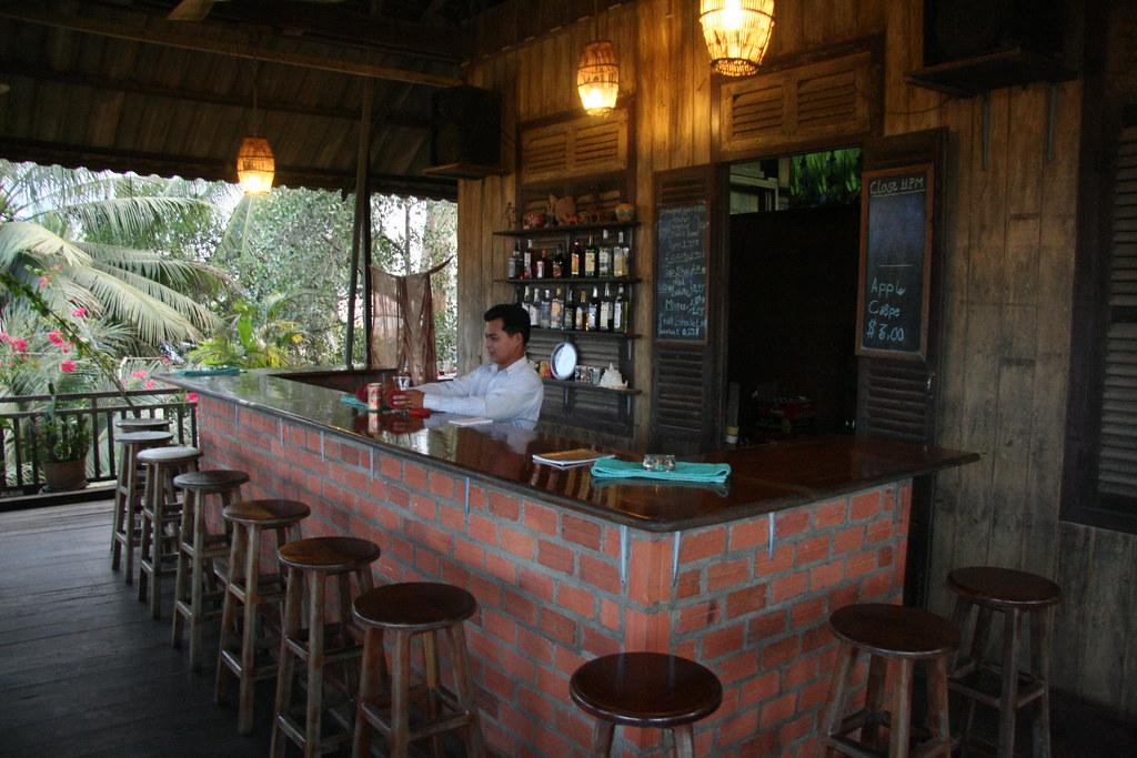 Riverside Bar And Restaurant Sunshine Plaza