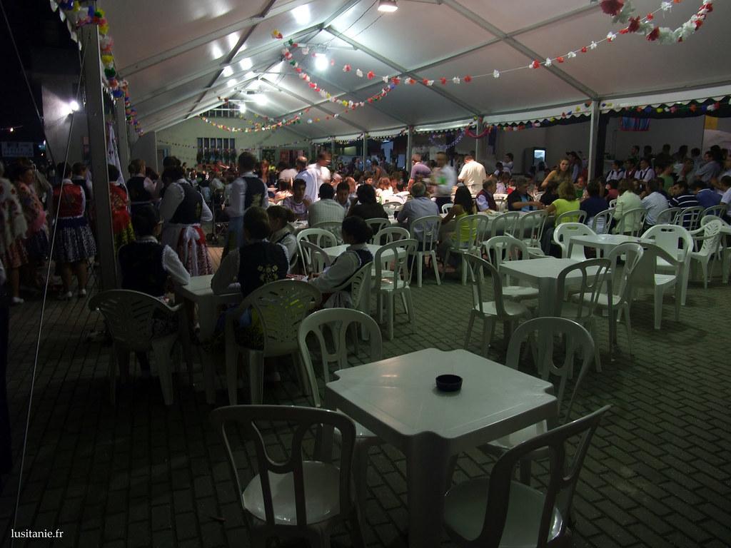 Il y a encore quelques tables, si vous voulez bien prendre place et passer commande...