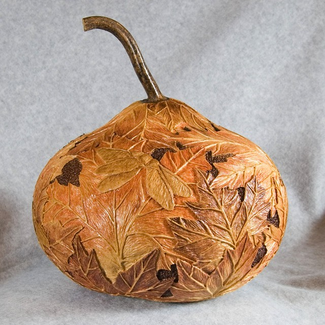 Mountain maples relief carved in a gourd