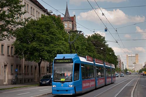 Münchens neuester R3-Wagen 2220 auf Probefahrt an der Grillparzerstraße