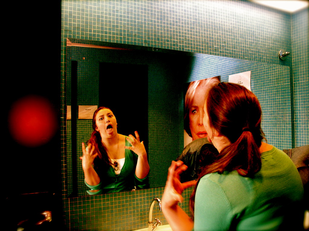 Person in horror movie dying movie mirrors cliche for Mirror horror movie