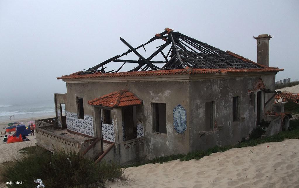 Un très beau panneau de azulejos est présent sur le mur des ruines de la maison