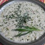 Estragon Buttermilchsuppe mit Perlgraupen