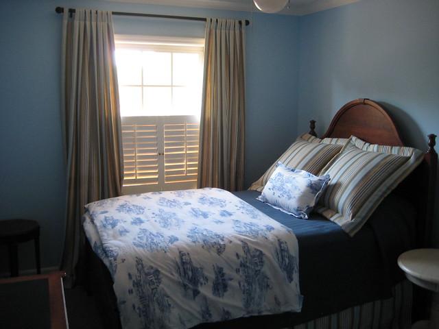 Navy Blue Walls In Small Room