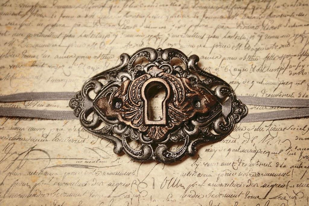 Vintage Key Hole 32