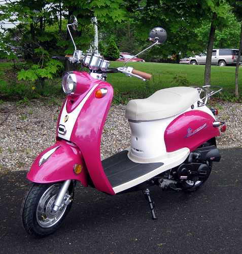pink retro scooter 50cc scooter at ims for 999 kari. Black Bedroom Furniture Sets. Home Design Ideas
