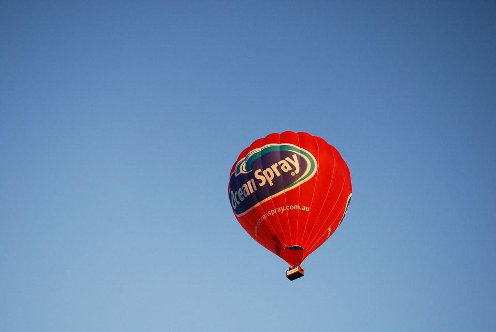 hot air balloon ride over melbourne