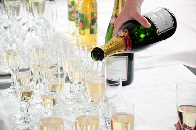 champagne vs sparkling wine