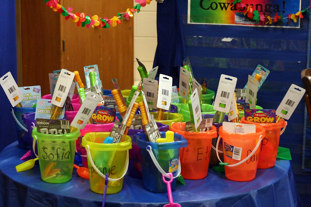 Thomas 39 s kindergarten graduation party beach theme mary tsao flickr - Kindergarten graduation decorations ...