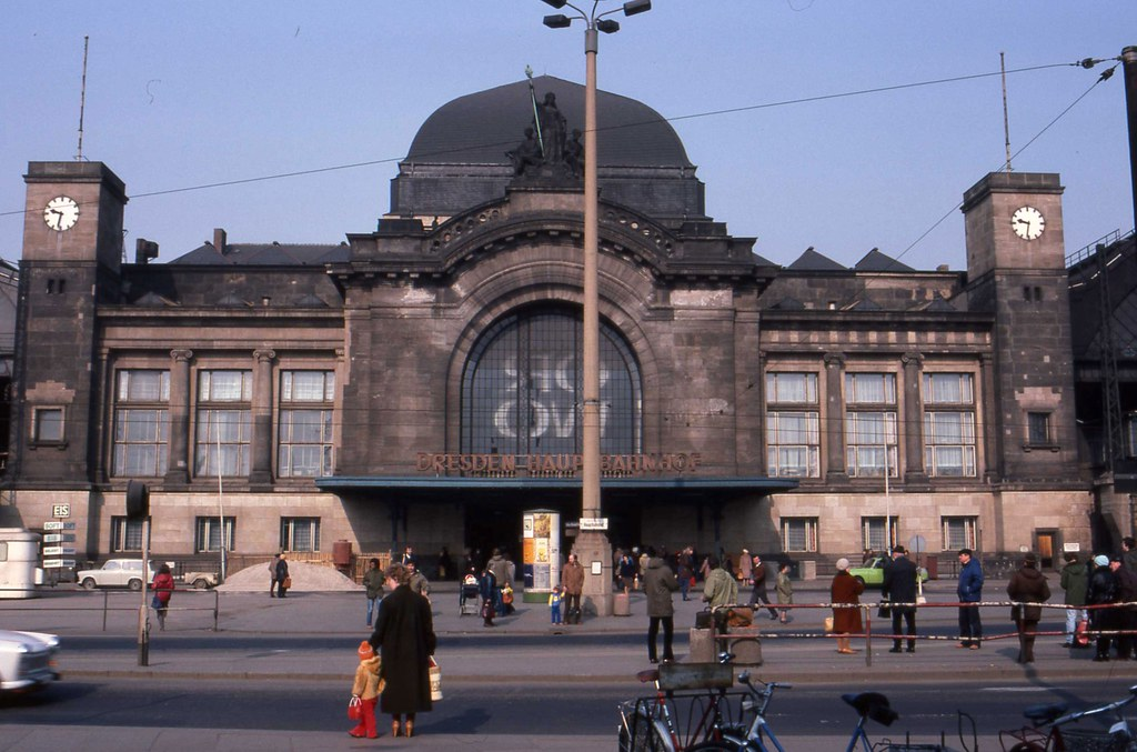 dresden hbf frontage march 1984 the reverse image of the o flickr. Black Bedroom Furniture Sets. Home Design Ideas