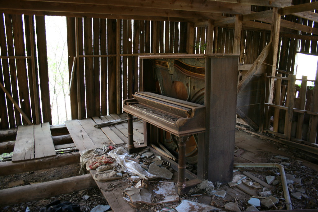 The Old Piano In The Barn 2 Dogs Amp Music Flickr