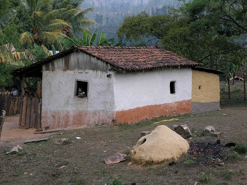 House with bread oven in front casa con horno para pan for Hornos profesionales para casa