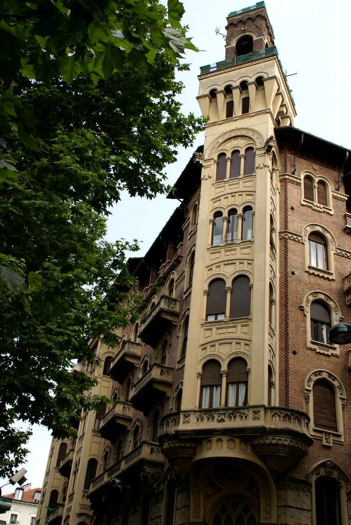 Torino corso francia casa dei draghi palazzo della vitto flickr - Casa della lampadina torino ...