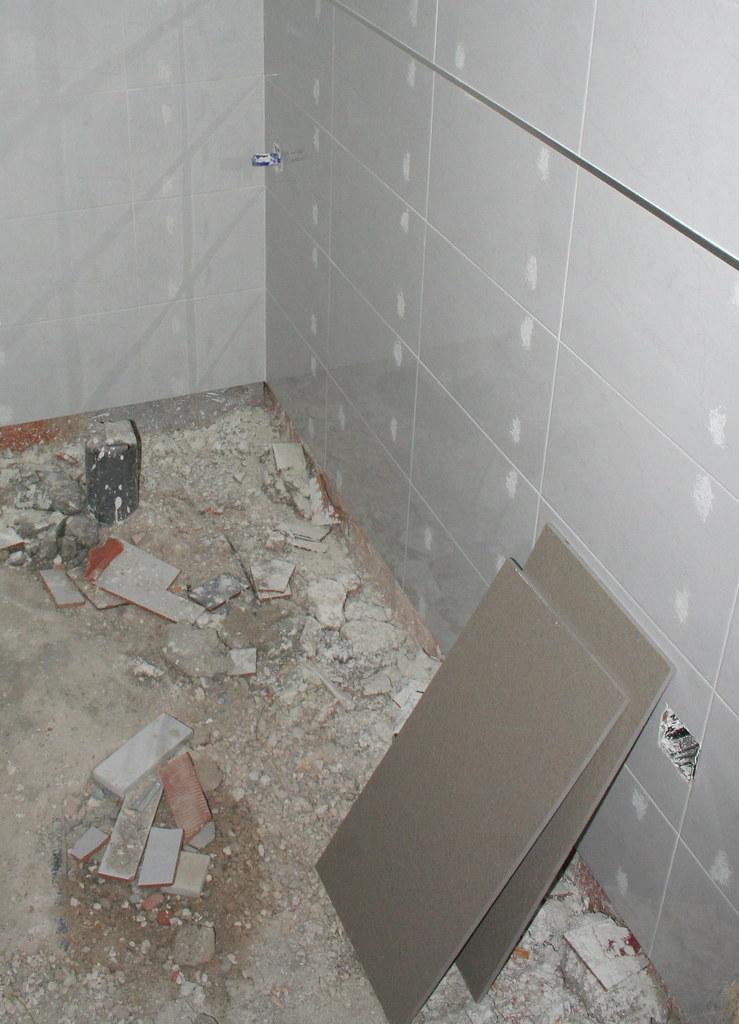 Baldosa cuarto de ba o peque o juan fern ndez flickr for Cuartos de bano pequenos