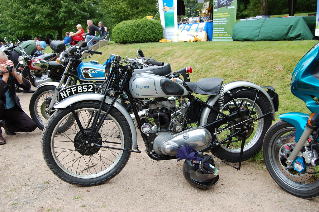 EARLY TRIUMPH SINGLE CYLINDER .