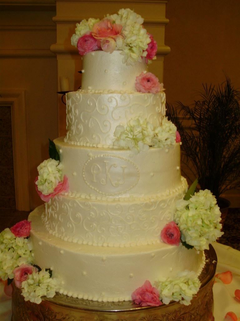 Pearl And Swirl Wedding Cake