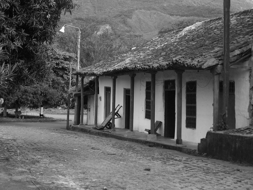 Casa en blanco y negro ambalema tolima cerca del r o - Casa rural pueblos negros ...