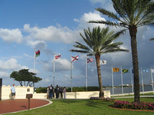 Palm Beach Memorial Lantna