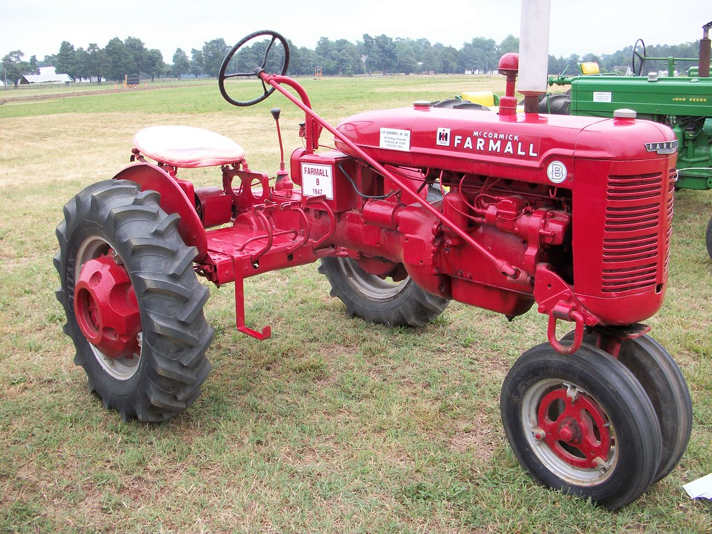 Farmall Tractor Models : Farmall model b this was the rd smallest tractor