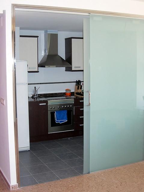 Separaci n con cristal de cocina y comedor por su dise o for Separacion de muebles cocina comedor