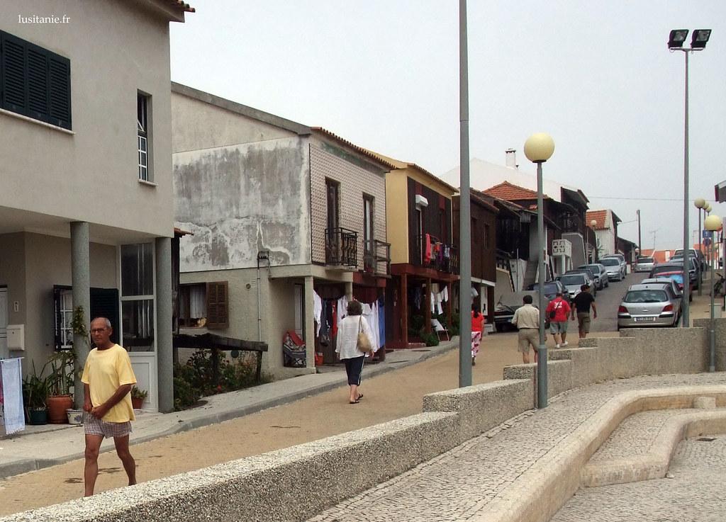 La trottoirs sont comme partout ailleurs au Portugal : blancs et superbes