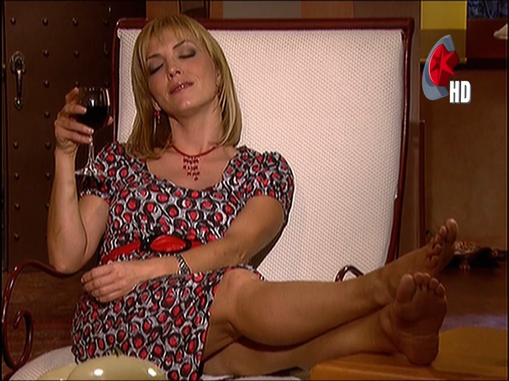 Hot blonde chick Jessie Volt having her feet licked before giving footjob  1487894