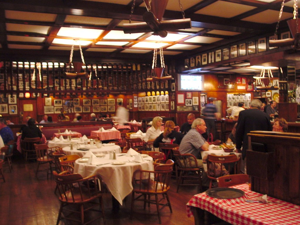 Nyc Inside Gallagher S Steakhouse Gallagher S Steak