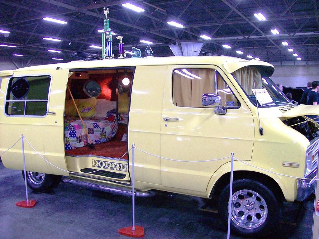 All Color Vans: 1974 Dodge B200 Tradesman Van