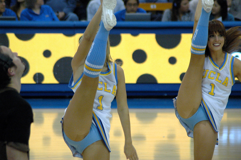 College cheerleader leg kicks pantyhose xxx pics