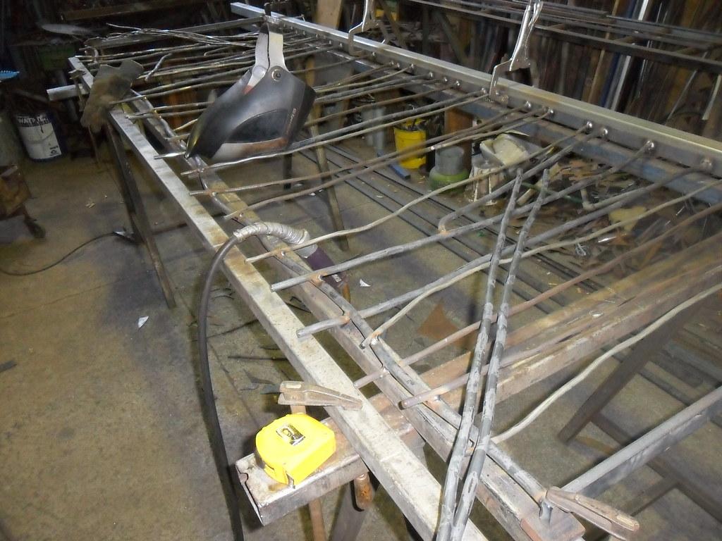 Welding branch balustrade hammered round bar will have