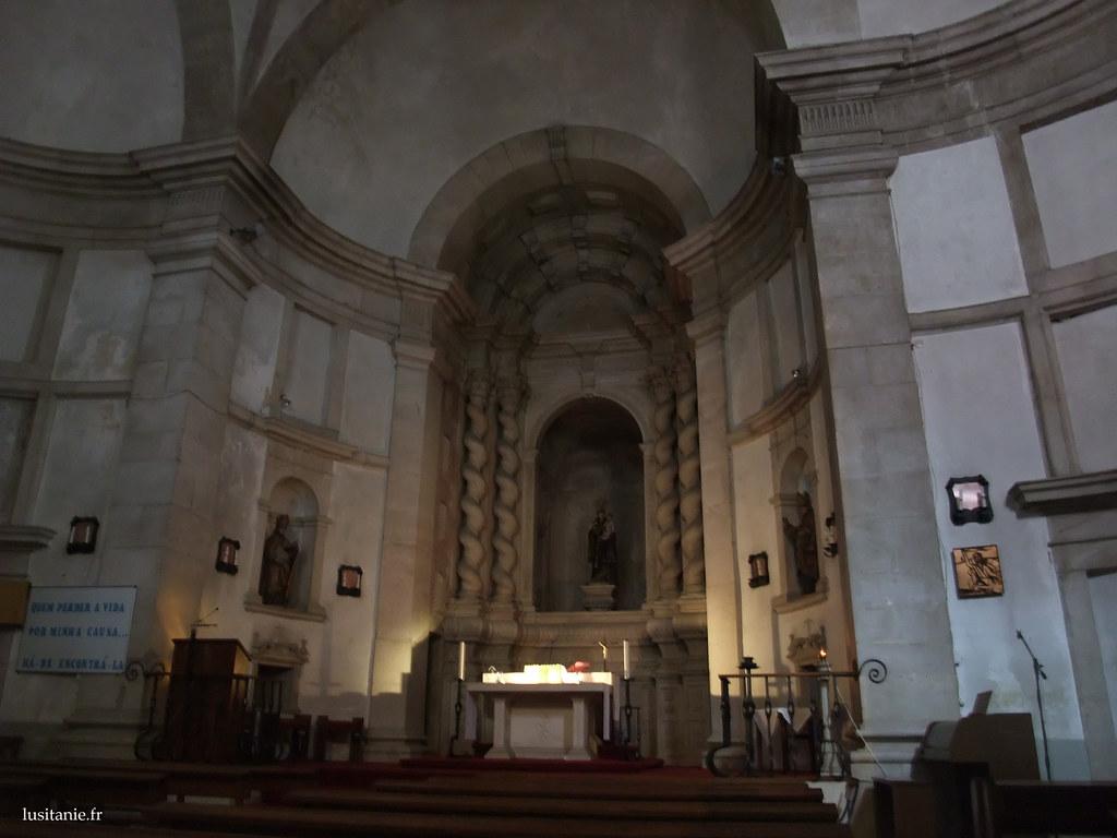 Intérieur de l'église du Cardal
