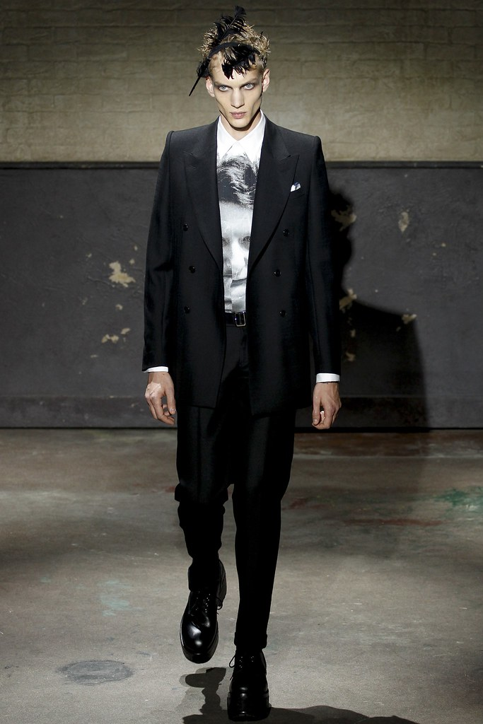 Paul Boche3541_FW14 London Alexander McQueen(VOGUE)